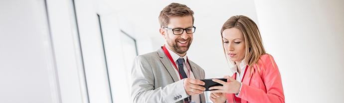 business-people-smartphone-apps.jpg